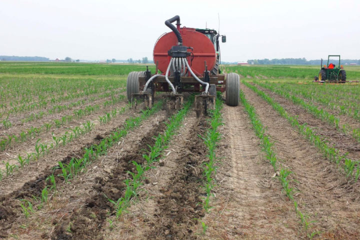 Using manure to help corn crops and waterquality